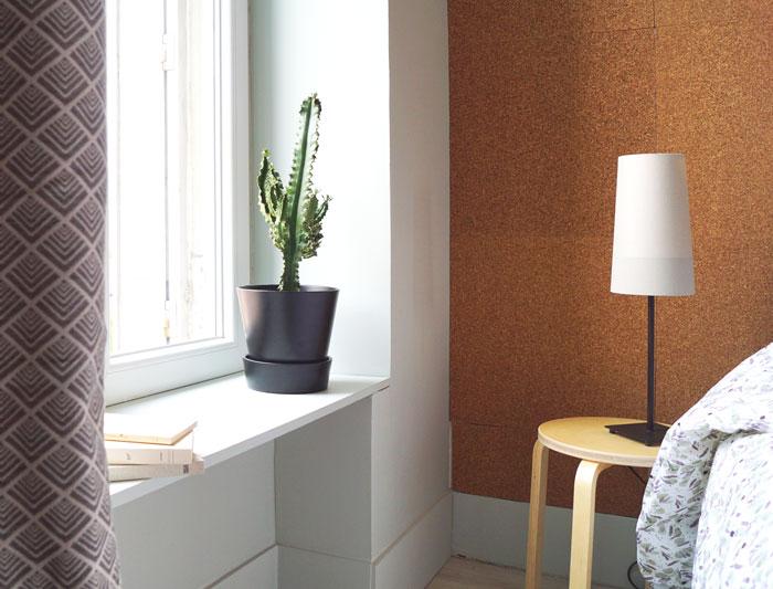 chambre rénovée avec du liège dans appartement à grenoble